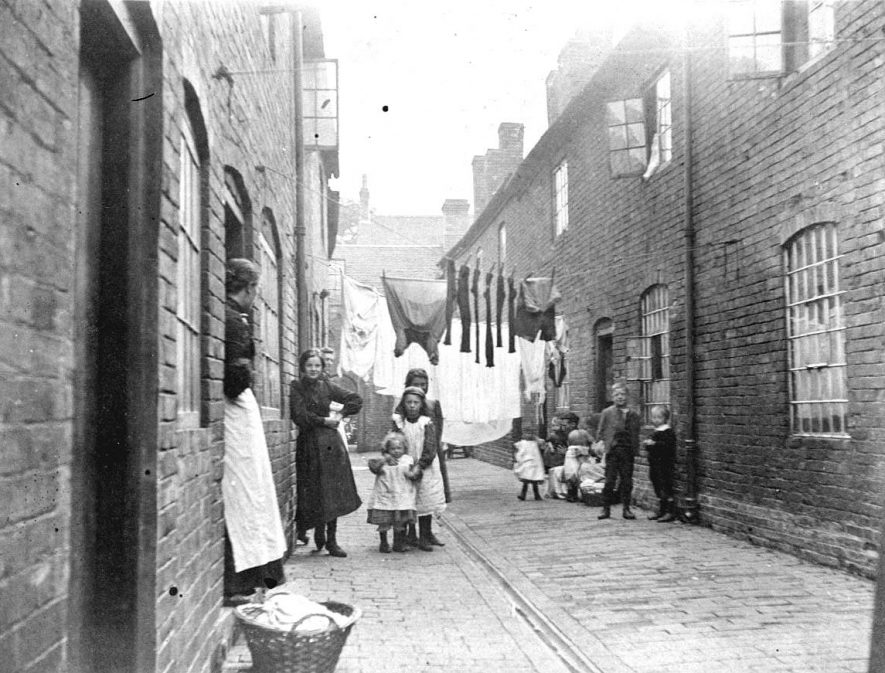 Avins Yard, Atherstone.  1900s |  IMAGE LOCATION: (Warwickshire County Record Office)