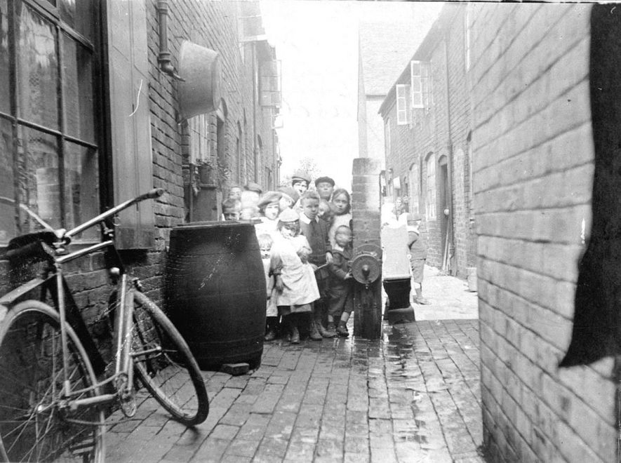 Group of children outside 16 - 18 Ram Yard, Atherstone.  1900s |  IMAGE LOCATION: (Warwickshire County Record Office)