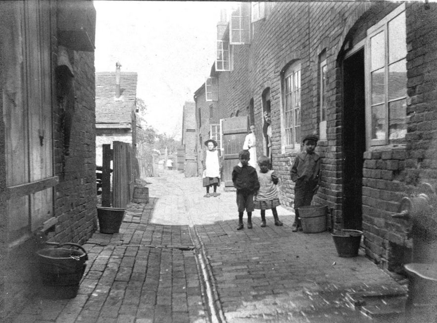 8 -10  Mead's (Ortons) Yard, Atherstone.  1900s |  IMAGE LOCATION: (Warwickshire County Record Office)