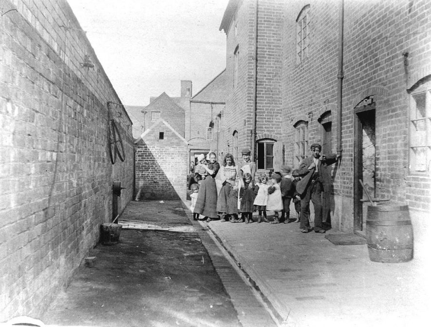 Nelson Yard, Atherstone, looking towards Long Street.  1900s |  IMAGE LOCATION: (Warwickshire County Record Office)