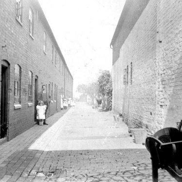 Atherstone.  Garden Row