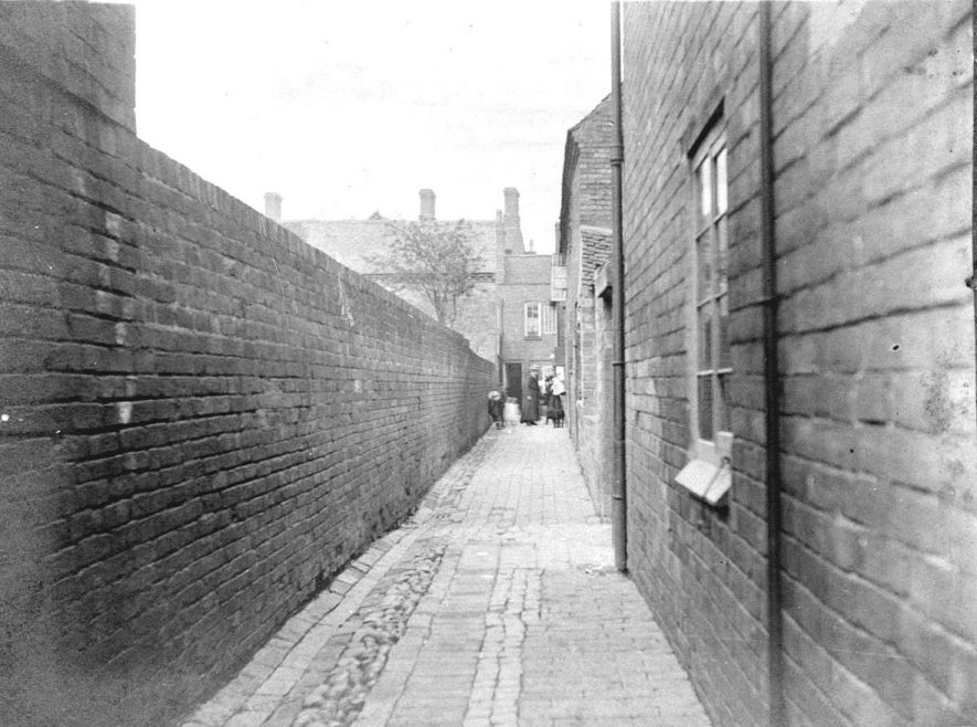 Woodman Yard, formerly Wheatsheaf Yard, looking towards Long Street, Atherstone. Vero's Terrace to left.  The Woodman pub faced Station Street.  1900s |  IMAGE LOCATION: (Warwickshire County Record Office)