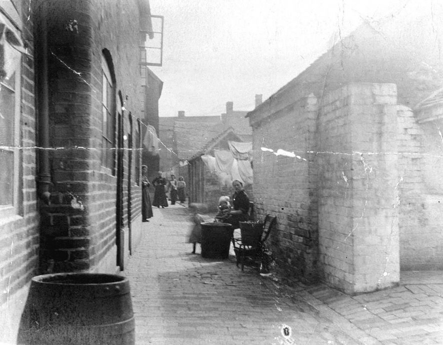 Yard (unnamed) looking towards Long Street, Atherstone.  Women sitting and standing in Yard.  1900. |  IMAGE LOCATION: (Warwickshire County Record Office)