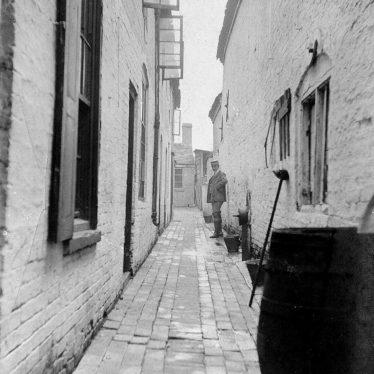 Atherstone.  Bosse's Yard