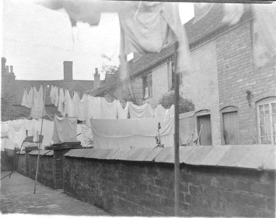 Vero's Yard, formerly Wash Pad (Yard?) between nos. 7-9  Long Street to rear, Atherstone.  1900s |  IMAGE LOCATION: (Warwickshire County Record Office)