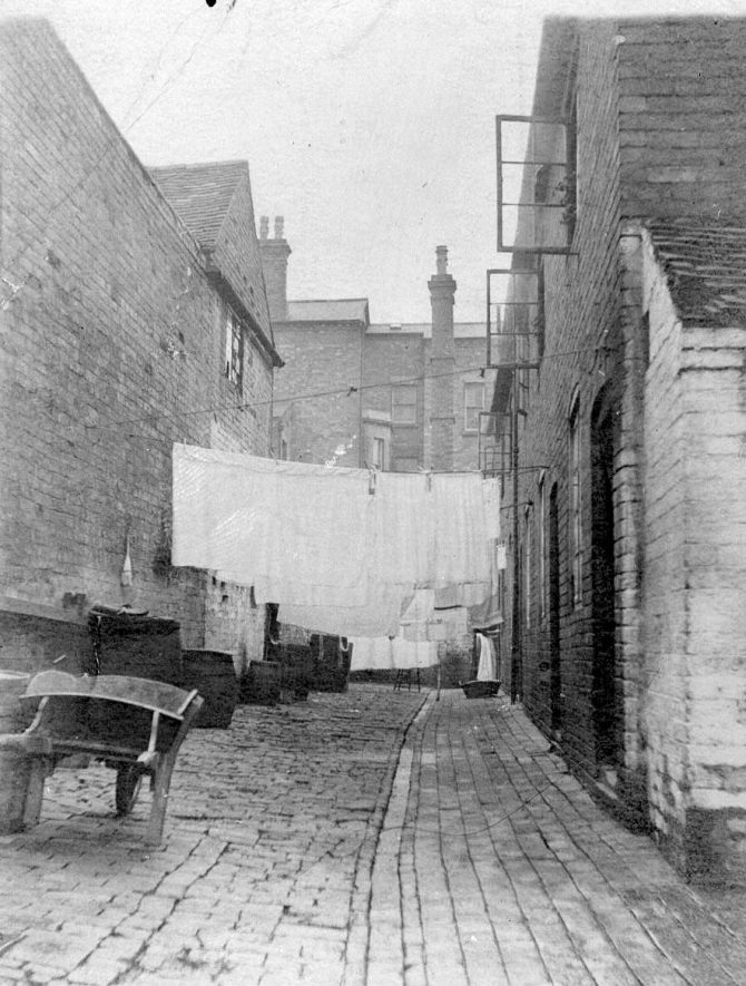 White Lion Yard between Station Street and Coleshill Road in Atherstone.  1900s