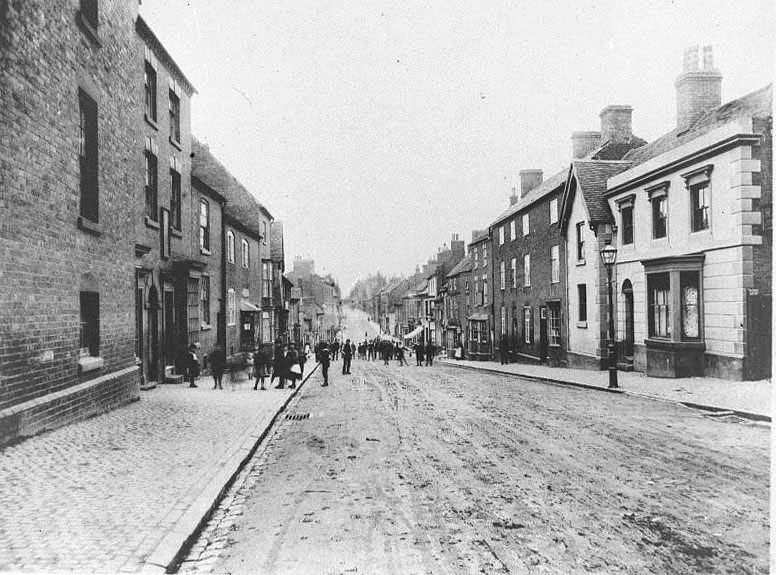 Long Street with its bustle of townsfolk, Atherstone.  1900s |  IMAGE LOCATION: (Warwickshire County Record Office)