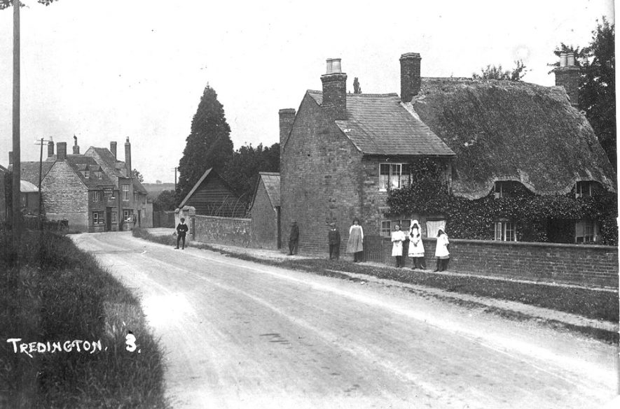 Children standing in the road in Tredington.  1910s |  IMAGE LOCATION: (Warwickshire County Record Office)