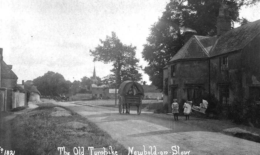 The old turnpike, with a horse and cart, and children in the road, Newbold on Stour.  1910s |  IMAGE LOCATION: (Warwickshire County Record Office)
