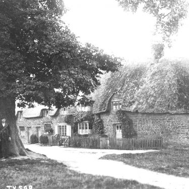 Tysoe.  Cottages