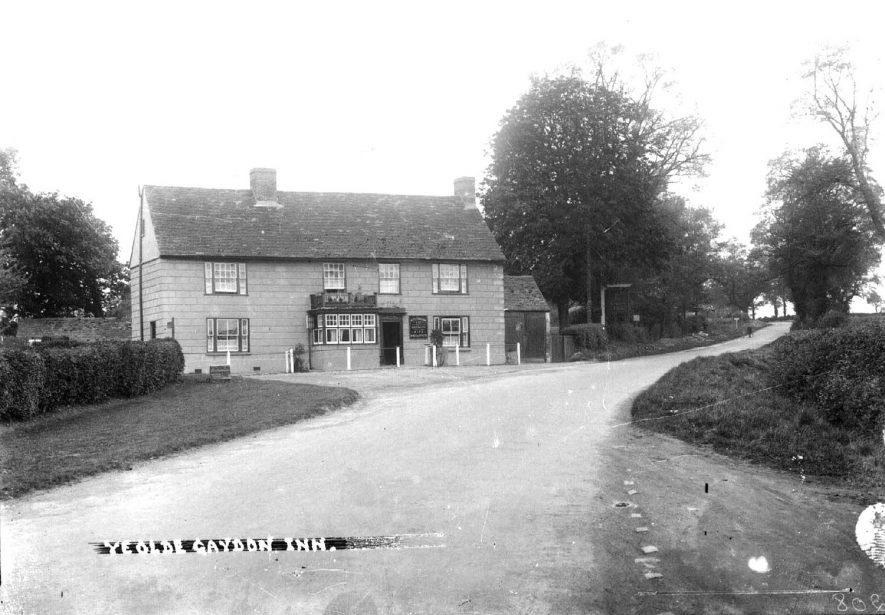 The Olde Gaydon Inn, Banbury Road, Gaydon.  1940s |  IMAGE LOCATION: (Warwickshire County Record Office)