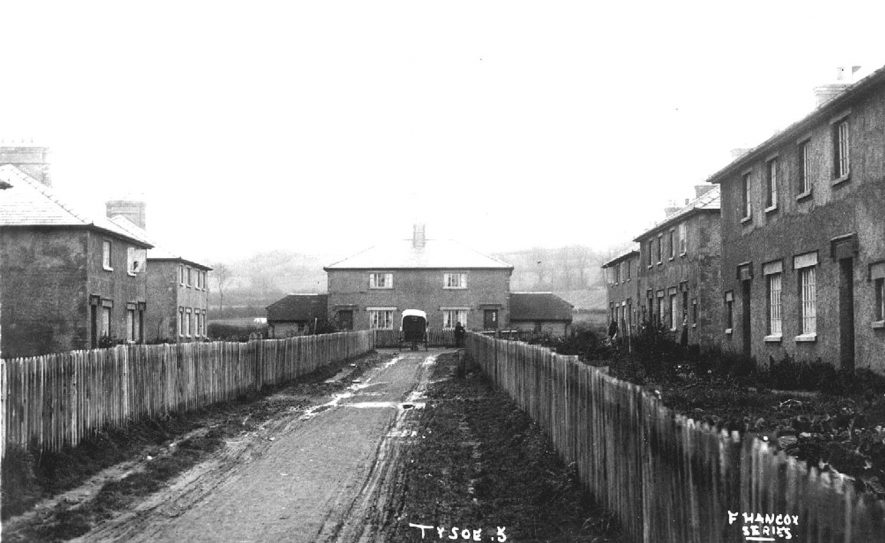 Council Houses in Tysoe.  1920s |  IMAGE LOCATION: (Warwickshire County Record Office)