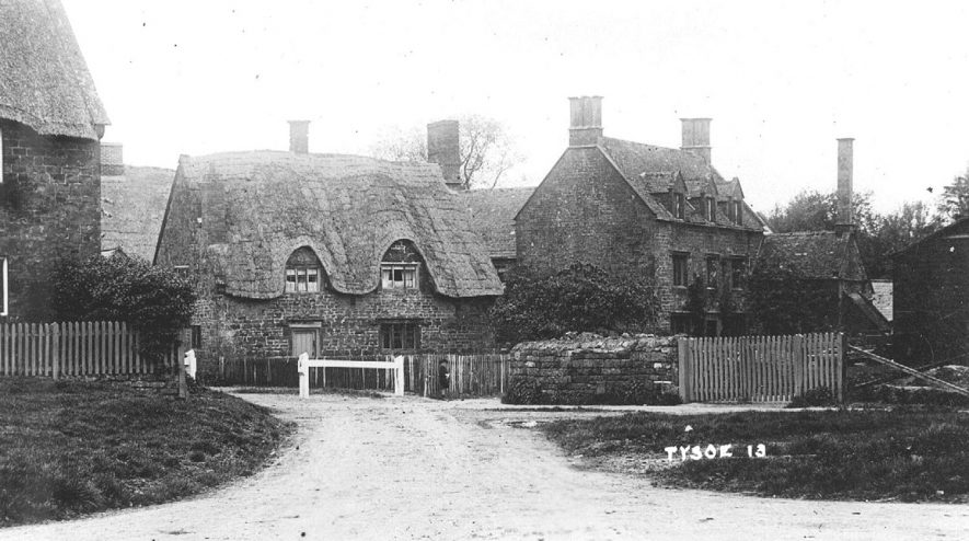 View of the cottages in the village.  1920s |  IMAGE LOCATION: (Warwickshire County Record Office)
