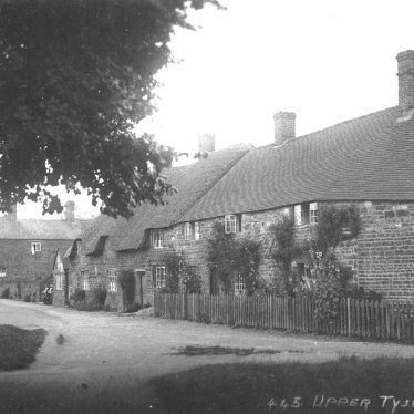 Tysoe, Upper.  Houses