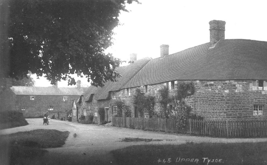 View of a row of houses in Upper Tysoe.  1920s |  IMAGE LOCATION: (Warwickshire County Record Office)