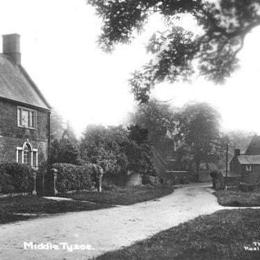 Tysoe, Middle.  Street scene