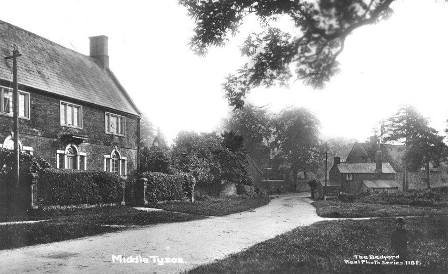 Street scene in Middle Tysoe.  1910s |  IMAGE LOCATION: (Warwickshire County Record Office)
