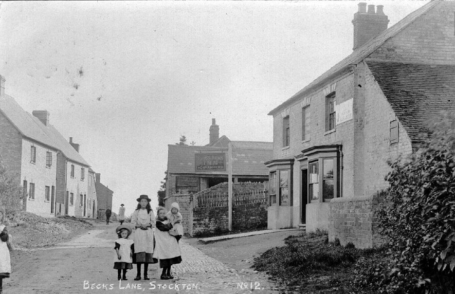 Stockton, Becks Lane.  Showing a group of children outside the King's Arms Inn- Chas. Andrews.  1900s |  IMAGE LOCATION: (Warwickshire County Record Office)