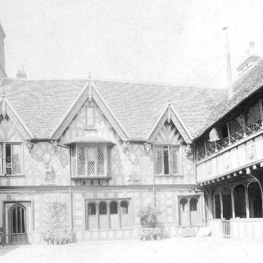 Warwick.  Lord Leycester Hospital, Courtyard