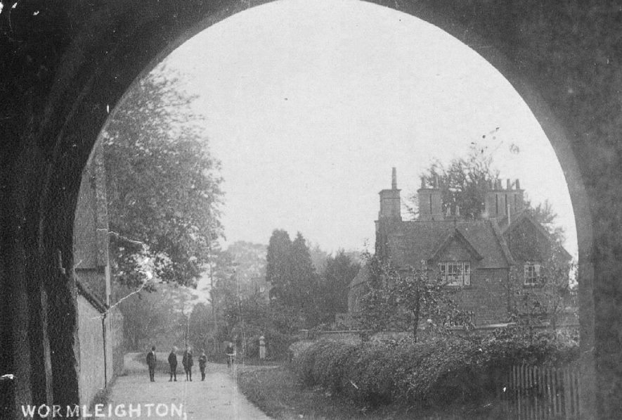 View through the arch of the gatehouse, Wormleighton.  1921 |  IMAGE LOCATION: (Warwickshire County Record Office)