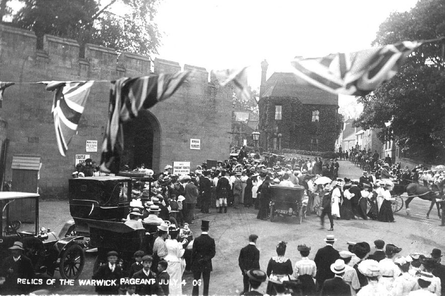Procession after the pageant in Castle Hill, Warwick.  1906 |  IMAGE LOCATION: (Warwickshire County Record Office)