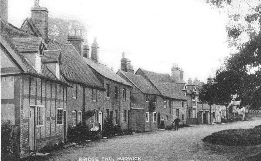 Cottages in Bridge End, Warwick.  1900s |  IMAGE LOCATION: (Warwickshire County Record Office)