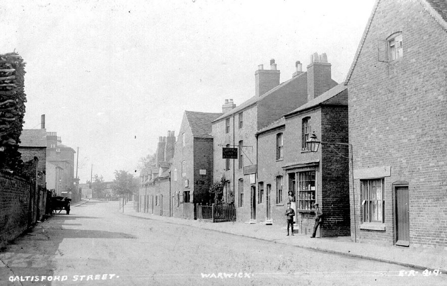A view along Saltisford, Warwick.  1907 |  IMAGE LOCATION: (Warwickshire County Record Office)