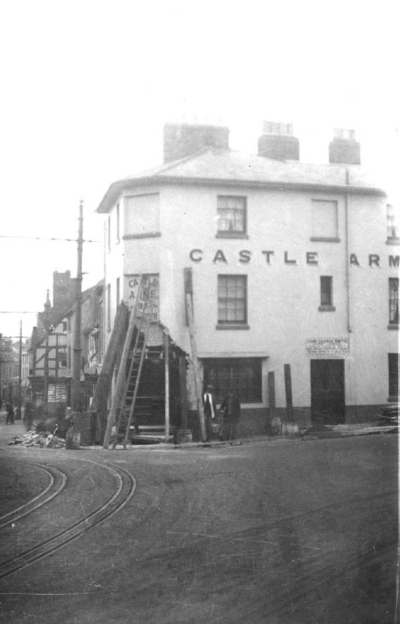 The Castle Arms at the corner of Smith Street and Castle Hill which was damaged by a run-away tram, Warwick.  1916 |  IMAGE LOCATION: (Warwickshire County Record Office)