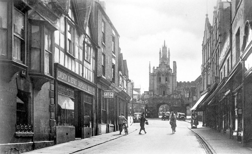 Smith Street looking towards the East Gate, Warwick.  1930s |  IMAGE LOCATION: (Warwickshire County Record Office)