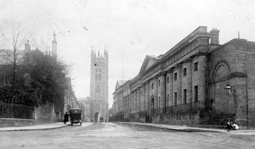 Northgate Street, Warwick, looking towards St Mary's Church.  1910s |  IMAGE LOCATION: (Warwickshire County Record Office)