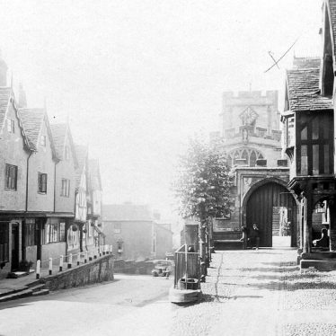 Warwick.  Lord Leycester Hospital and West Gate