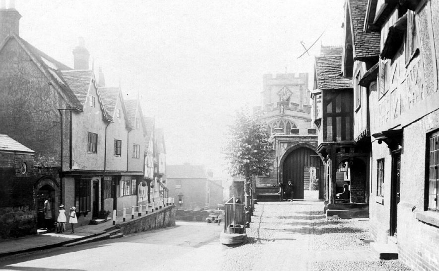 Lord Leycester Hospital, Westgate chapel and cottages opposite, Warwick.  1930s |  IMAGE LOCATION: (Warwickshire County Record Office)