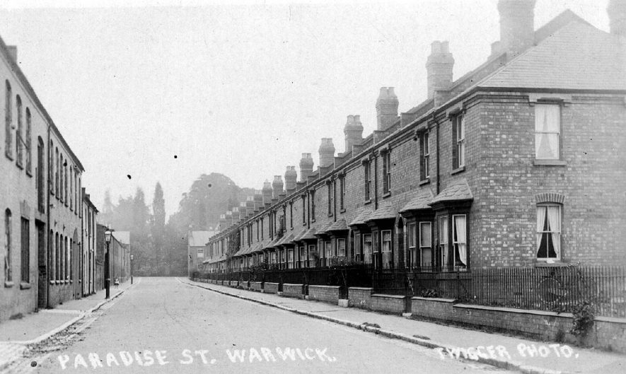 Terraced houses in Paradise Street, Warwick.  1910s |  IMAGE LOCATION: (Warwickshire County Record Office)