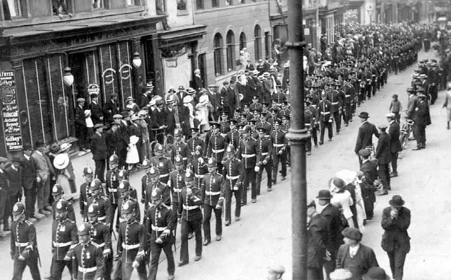 The Royal Warwickshire Regiment marching along High Street, Warwick.  1910s |  IMAGE LOCATION: (Warwickshire County Record Office)
