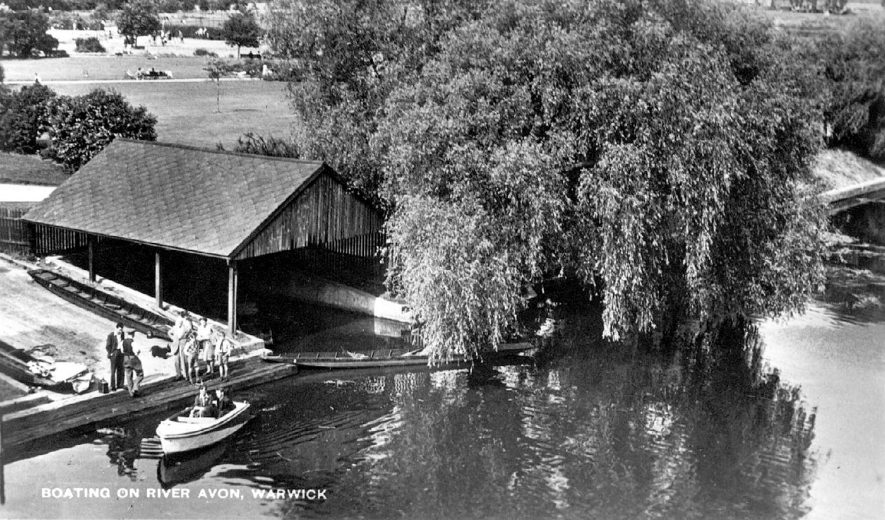 The boathouse, boats on the River Avon and St Nicholas Park, Warwick.  1940s |  IMAGE LOCATION: (Warwickshire County Record Office)