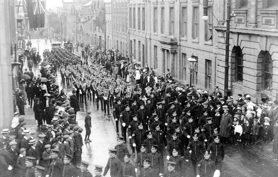Soldiers on church parade in Jury Street, Warwick. July 25th 1909 |  IMAGE LOCATION: (Warwickshire County Record Office)