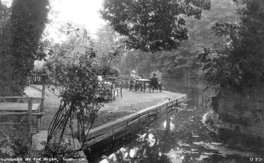 A man and a woman sitting at a table on the bank of the River Avon, Warwick.  Circa 1930 |  IMAGE LOCATION: (Warwickshire County Record Office)