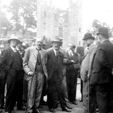 Warwick.  Castle, visit of Barnes U.D.C.