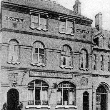 Warwick.  Old Square, Dale Temperance Hotel