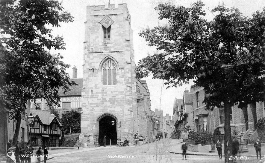 West Gate, Warwick showing old entrance gate to the town. 1 900s |  IMAGE LOCATION: (Warwickshire County Record Office)