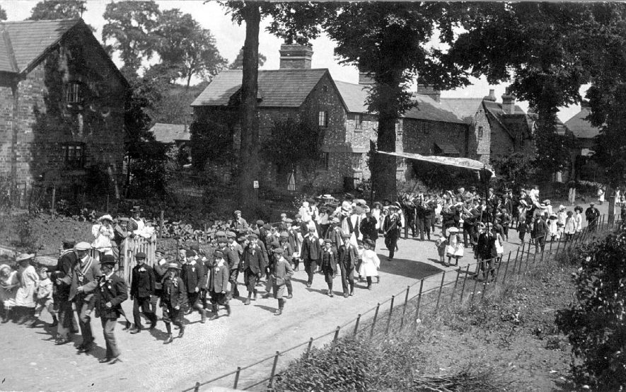 May Day procession in Elm Row, Stockton, showing mayor and brass band. Many school children wearing rosettes.  1908 |  IMAGE LOCATION: (Warwickshire County Record Office)