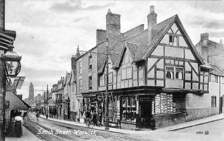 Smith Street, Warwick looking from Eastgate.  1900s |  IMAGE LOCATION: (Warwickshire County Record Office)