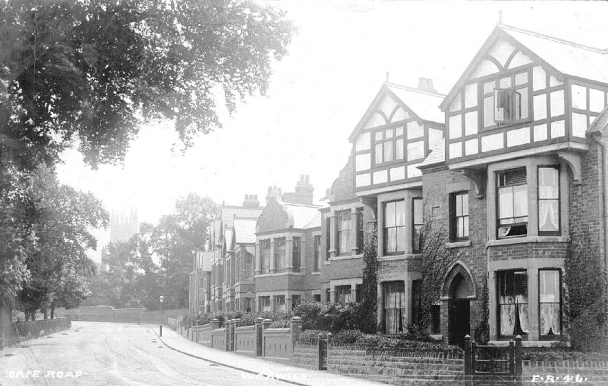 Houses in Cape Road, Warwick.  1900s    IMAGE LOCATION: (Warwickshire County Record Office)
