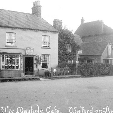 Welford on Avon.  Maypole Cafe