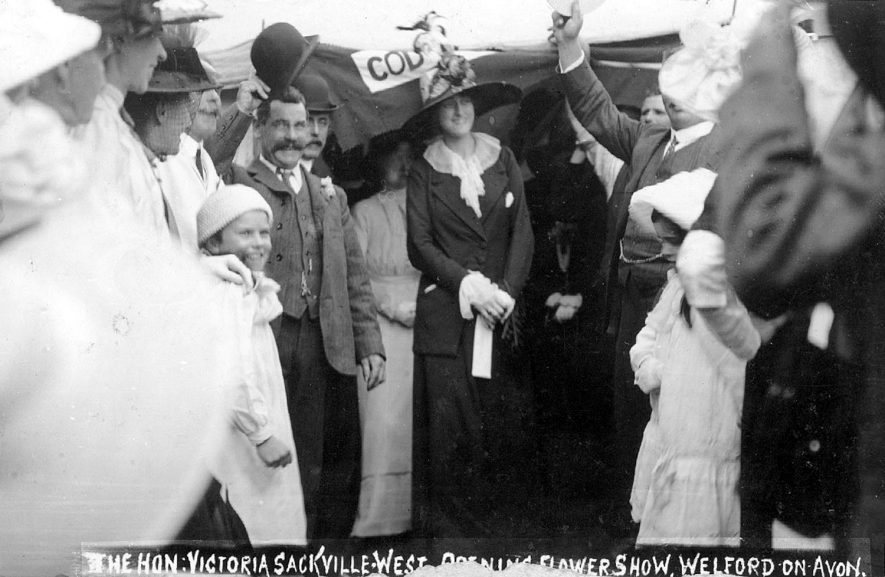 The Hon. Victoria Sackville-West opening the flower show at Welford on Avon.  1913 |  IMAGE LOCATION: (Warwickshire County Record Office) PEOPLE IN PHOTO: Sackville-West, The Hon Victoria