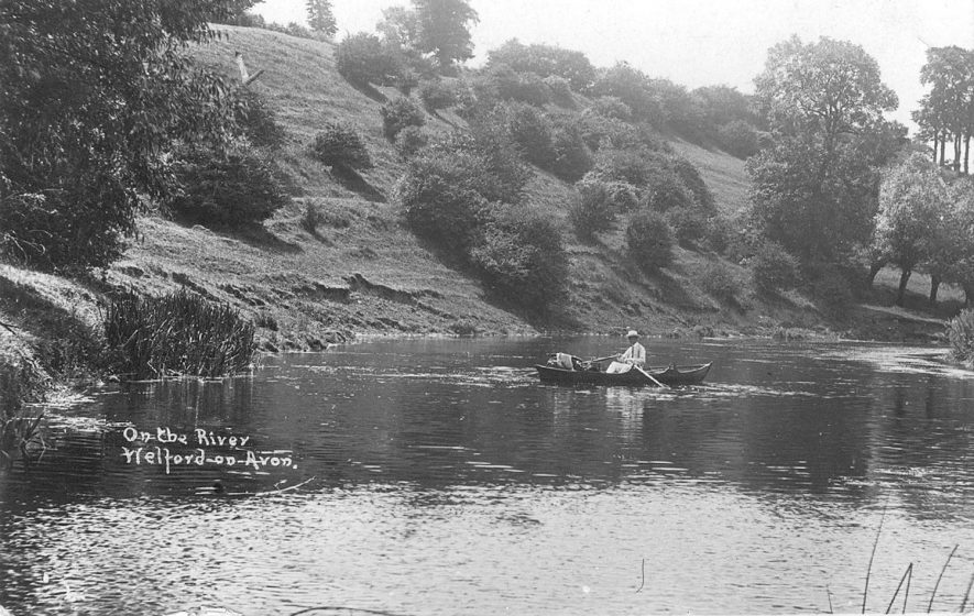 Man in a rowing boat on the River Avon, Welford on Avon.  1910s |  IMAGE LOCATION: (Warwickshire County Record Office)