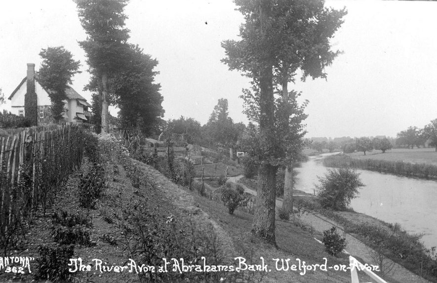 The River Avon at Abrahams Bank, Welford on Avon.  1920s |  IMAGE LOCATION: (Warwickshire County Record Office)
