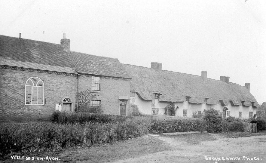 Chapel and row of cottages in Welford on Avon.  1900s |  IMAGE LOCATION: (Warwickshire County Record Office)