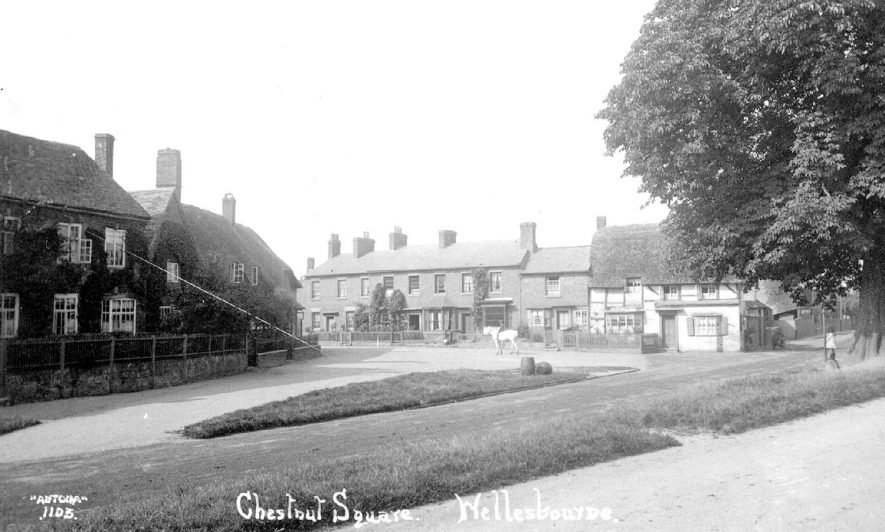 Chestnut Square, Wellesbourne.  1920s |  IMAGE LOCATION: (Warwickshire County Record Office)