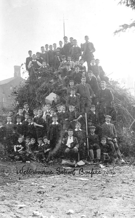 Wellesbourne school bonfire.  1914 |  IMAGE LOCATION: (Warwickshire County Record Office)